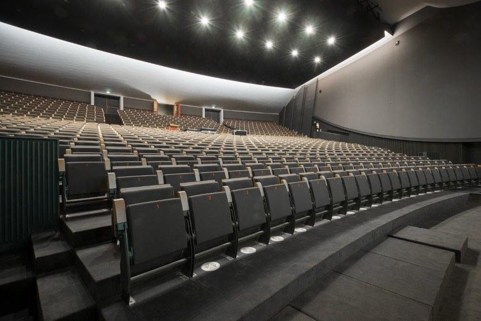 theatrell.jpg